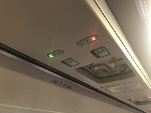 普通列車グリーン車内の座席ランプ