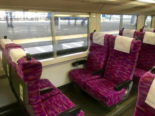 ボックスシートにした普通列車グリーン車